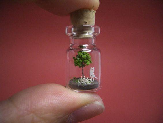A Tiny #World in a #Bottle http://www.kafepauza.mk/art-i-dizajn/malechok-svet-koj-go-sobira-vo-teglichka/