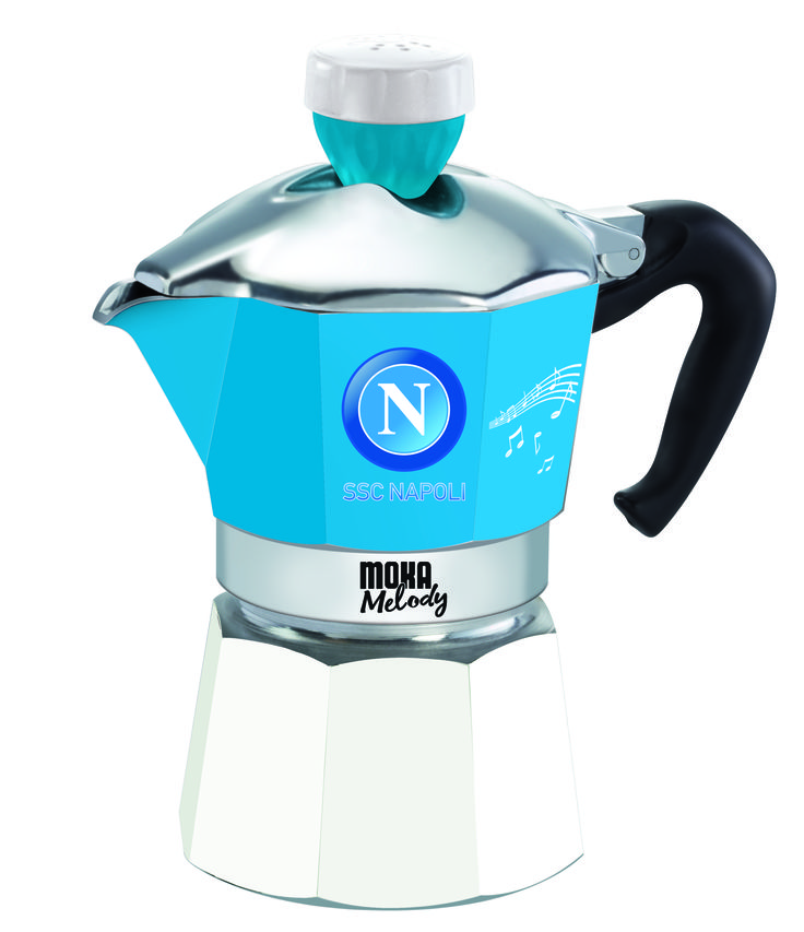 A Napoli il calcio è una passione. Proprio come il buon caffè. #MokaMelodySport --- In Naples football is a passion. Just like a good coffee.
