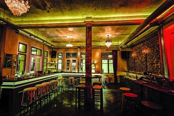 Urania Bar, Paikou 4 & Kapodistriou 7, Thessaloniki, Tel.2315527999