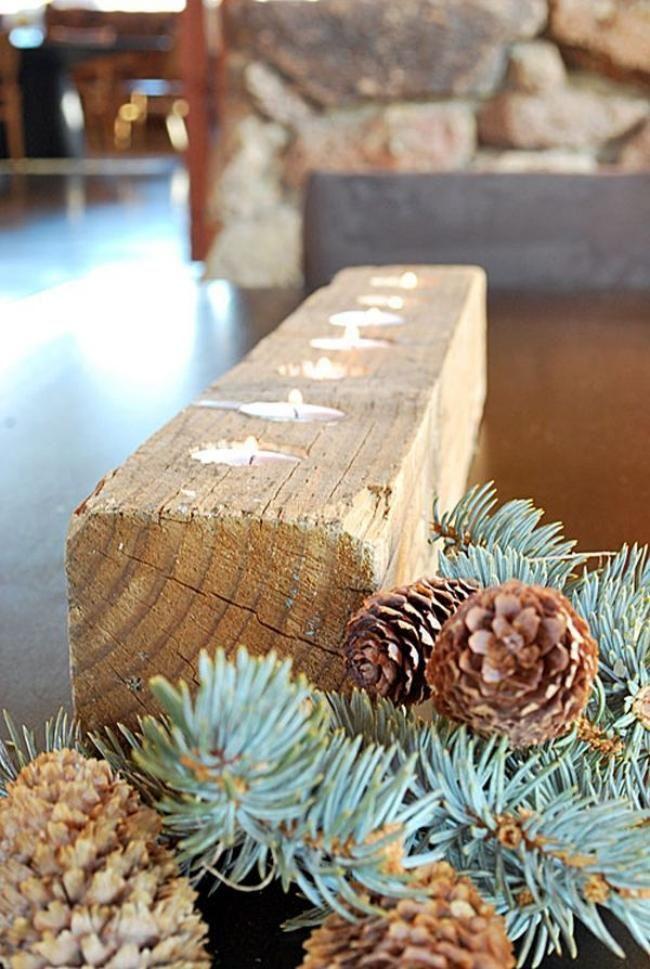 Schmuck für die Weihnachtstafel-rustikaler Halter für Teelichter-Zapfen und Tannenzweige