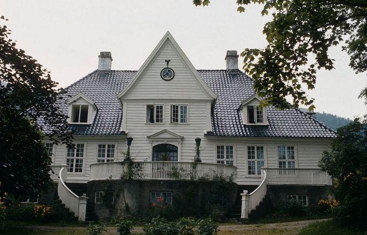 Askelund, Villavegen 50, 6899 Balestrand, Norway - Bolig for fogden i Song 1790-1898. Oppført 1790.