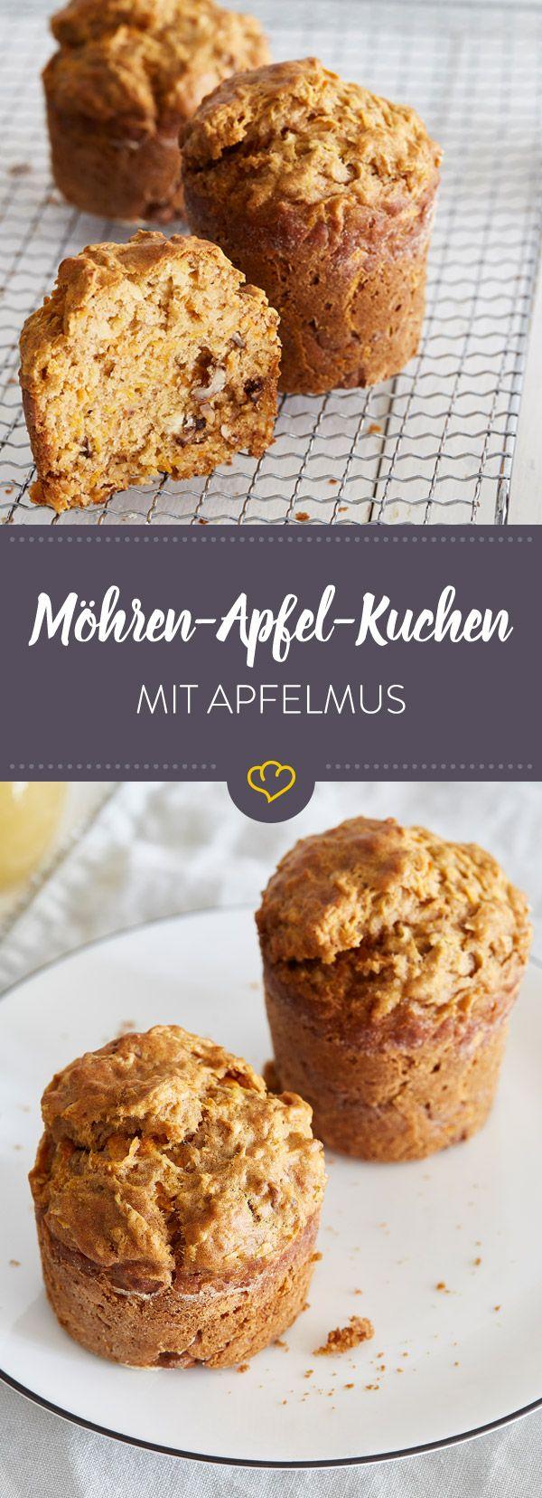 Wie deine Küchlein extra saftig werden? Ganz einfach: mit geriebenen Möhren, selbst gemachtem Apfelmus und etwas Ahornsirup statt raffiniertem Zucker.