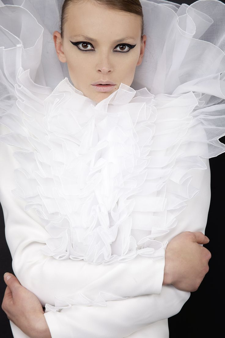 Photographe:Jana Hernette Mannequin: Alina Mirica Coiffeur/Maquilleur: Omar Bouker