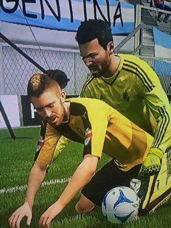 Walka o piłkę na pieska w popularnej grze komputerowej • Tak wyglądają emocjonujące momenty w grze FIFA 16 • Wejdź i zobacz więcej >> #fifa #fifa16 #football #soccer #sports #pilkanozna