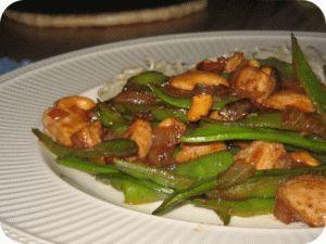 Ricetta: Fagiolini piattoni con peperoni e acciughe - SoloFornelli.it - Ricette di cucina facili e veloci