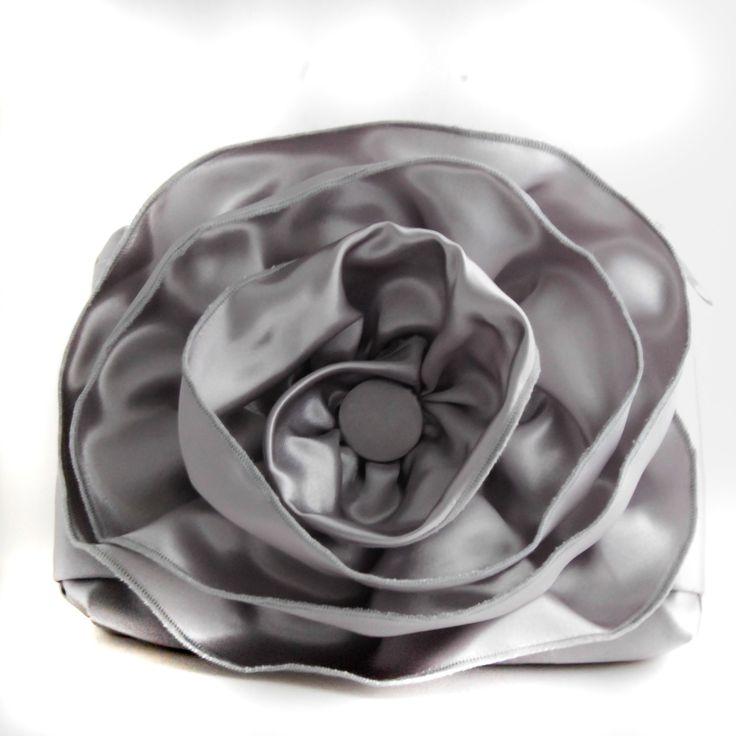 Silver fabric pulseta