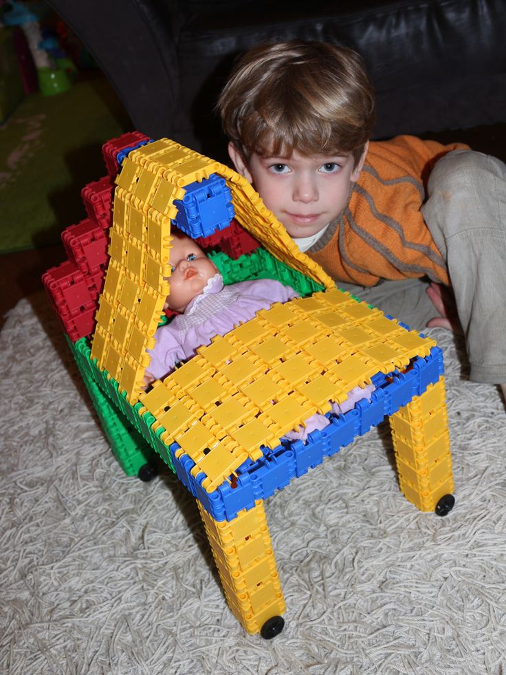 Ssst! De baby slaapt in haar nieuwe Clics bed…  Quiet! The baby's sleeping in her new Clics bed ...  Still! Das Baby schläft in seinem neuen Clics Bett ...  Silence ! Le bébé dort dans son nouveau lit Clics...