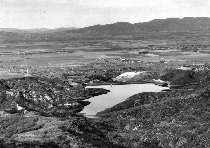 1921 aerial looking north over the Santa Monica Mountains Showing the wide-open San Fernando Valley with Encino Reservoir in the foreground. Source: USC Digital Library