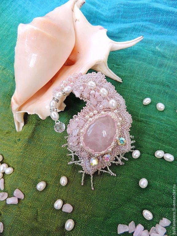 """Купить Брошь """"Перышко феникса"""" - бледно-розовый, розовый кварц, натуральный жемчуг, цвет пудры"""