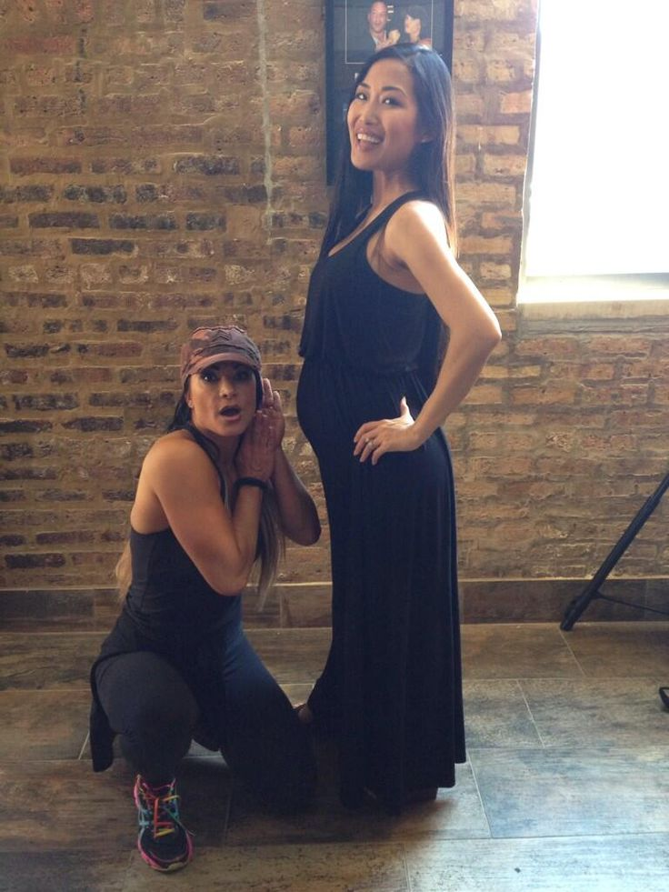 Picture of the Day: Tara is the Baby Bump Whisperer
