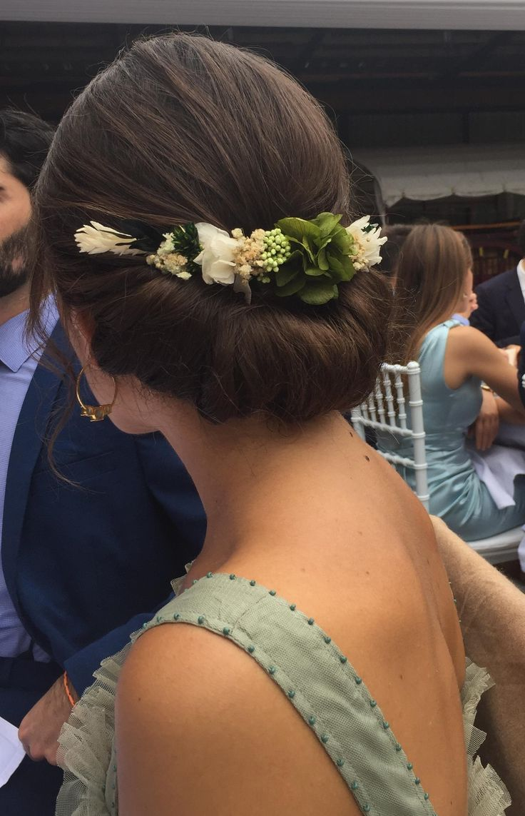 Precioso el tocado de flores preservadas que nos encargó A, haciendo juego con su vestido verde. Si quieres tu propio tocado de flores, diseñado exclusivamente para ti escríebeme un mail a info@myrusticevent.com o entra en la web www.myrusticevent.com.