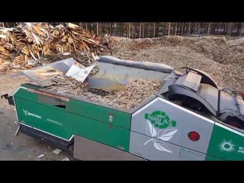 KOMPTECH AXTOR 6010 shreds old wood /Altholzaufbereitung - YouTube