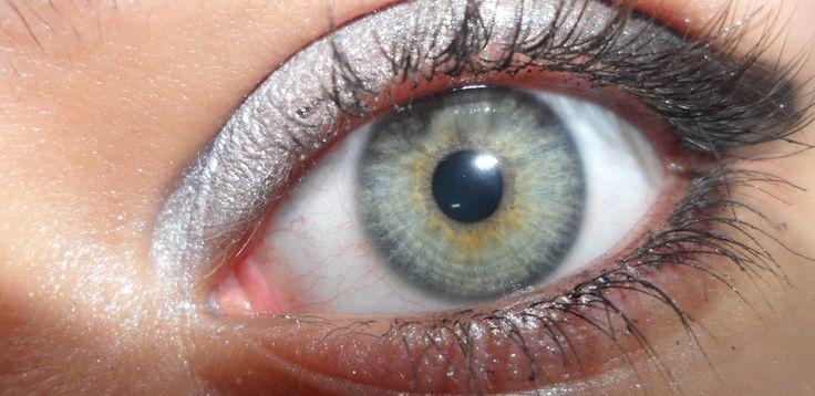 trucco bianco e nero sul mio occhio