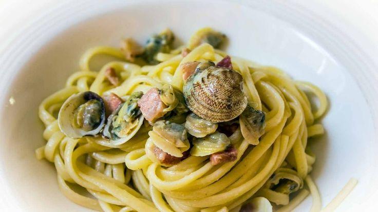 Spaghetti con vongole e pancetta affumicata, ricetta mare e monti