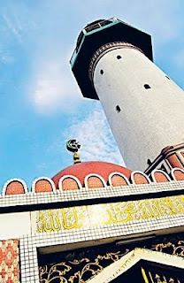 Mosque at Layur Street, one of the oldest mosques in Semarang (Indonesia)