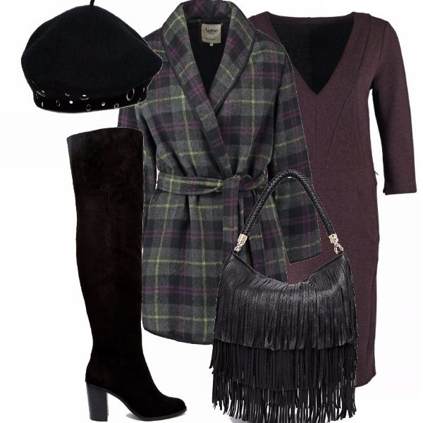 Questo look composto da un cappotto vestaglia, un vestito color vinaccia, degli stivali a ginocchio neri, una borsa nera con le frange e il basco ti faranno sembrare una parigina chic ;)