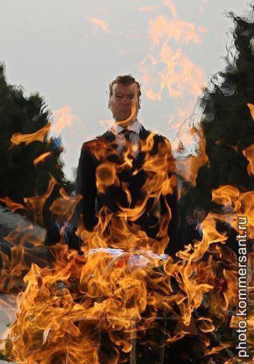 Дмитрий Медведев в Баку на церемонии возложения венков к монументу павшим героям. Азербайджан, июль 2008.  Дмитрий Азаров