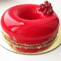 Žena pečie dokonalé torty, ktoré vyzerajú ako z iného sveta. V článku je návod, ako na ne! | Chillin.sk