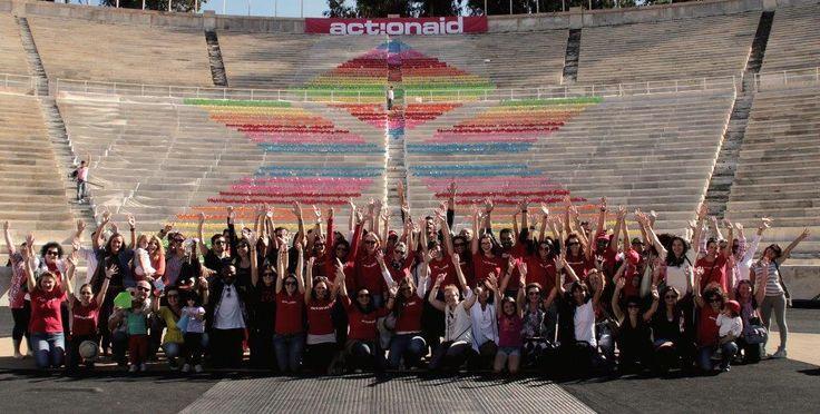Η ActionAid γιορτάζει 15 χρόνια στην Ελλάδα με πολύ χρώμα!       «Όλοι μπορούμε να γίνουμε μέρος της λύσης. Αυτό απέδειξε η εκπληκτική συμμετοχή του κόσμου στο κάλεσμα αλληλεγγύης της ActionAid σήμερα στο Καλλιμάρμαρο. Σήμερα δεν στείλαμε μόνο ένα ηχηρό μήνυμα συμμετοχής και συλλογικής προσπάθειας ενάντια στη φτώχεια. Αποδείξαμε για ακόμη μια φορά, ότι είμαστε εδώ» πρόσθεσε ο Γεράσιμος Κουβαράς, Γενικός Διευθυντής της ActionAid Ελλάς.   (c) Vicky Markolefa/ActionAid