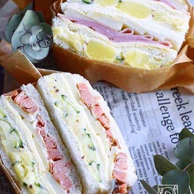 ouchigohan.jp 2017/04/10 21:34:55 100名様に「朝のフレッシュ ロースハム」当たる!🎉✨ 食パン3枚でご当地ハムぱくサンドを作ろう!🙌 . インスタグラムでも人気のハッシュタグ「#わんぱくサンド」のように、中にハムを4枚以上使い、さらに断面にしっかりとハムが使われているのが分かるボリューム満点のサンドを「ハムぱくサンド」と呼んでいます👀🤳 . 今回は親子でハムぱくサンドを楽しみながら作ったり、ご当地ならではの食材を一緒にサンドした「ご当地ハムぱくサンド」を作ってくれる方を募集しますよ🎶 . 「ご当地ハムぱくサンド」とは食パンを3枚用意し、片方に朝のフレッシュ ロースハムを4枚以上使い、もう片方には、ご当地の食材(味噌カツや明太子、野沢菜、笹かま、じゃがいもなど)を使ったサンドイッチのことなんです🍀🥗👌 . 投稿の際は、 ――――――――――― #ハムぱくサンド #(ご当地食材名)ハムぱくサンド 例)明太ハムぱくサンド など ――――――――――― をつけて投稿してくださいね!…