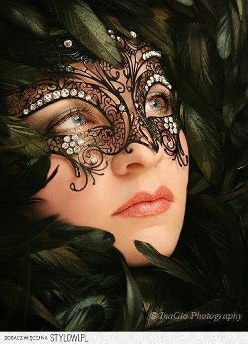 Pretty swirly mask Visite sempre www.redevampyrica.com/fashionismovamp