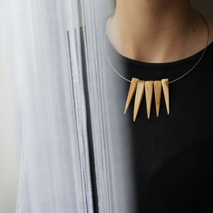 the fangs necklace