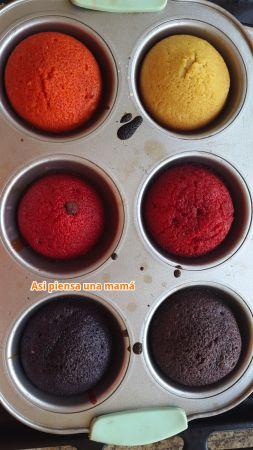 ¿Cómo cocinar magdalenas (queques) de colores con niños?