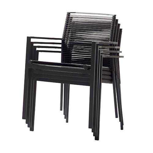 Edge fra Cane-line er praktiske udendørstole som let kan stables og pakkes væk. Lækkert enkelt design og passer ind i de fleste virksomhedsindretninger. #udendørsmøbler #havemøbler #udemøbler #design #stabelstole