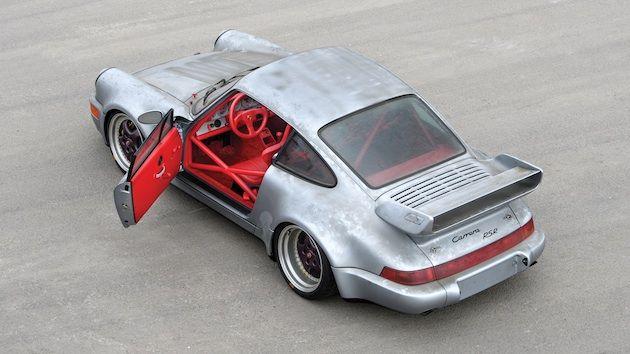走行距離はわずか10km! 51台しか製造されなかった1993年型ポルシェ「911 カレラ RSR」がオークションに出品