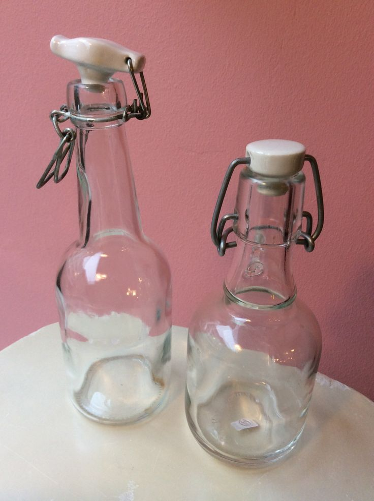kirkaslasiset pullot keraamisella korkilla