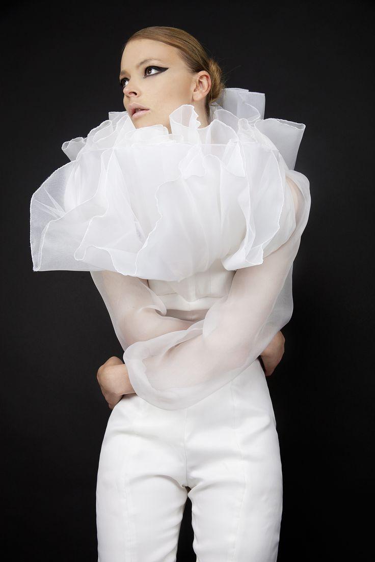 Photographe: Jana Hernette Mannequin: Alina Mirica Coiffeur/Maquilleur: Omar Bouker