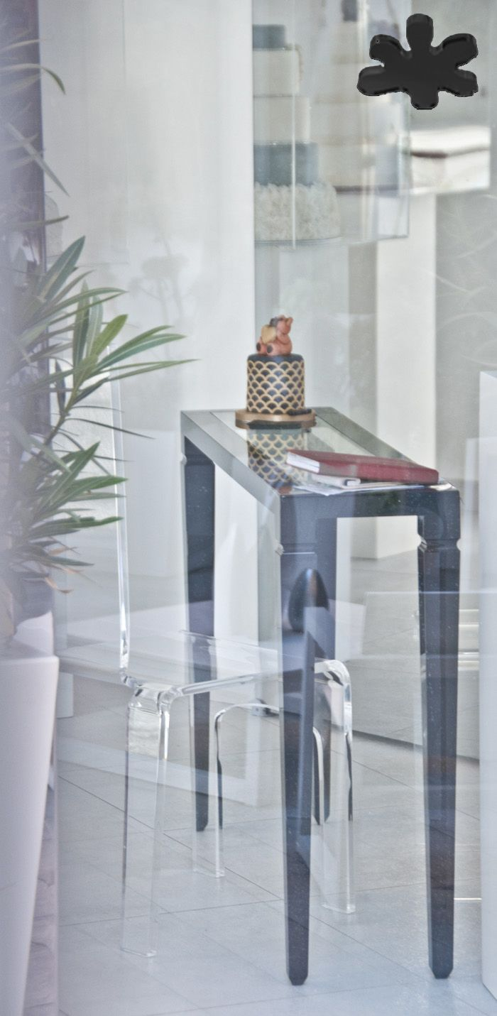 Acrylic interiors - Acrylic console table lucite - CONSOLLE IN PLEXIGLASS   Consolle in plexiglass nero 01.mod. LV1   Consolle plexiglass cm.120 x 30 h.80 - telaio sp.mm.40 - gamba sez.mm.60 - ripiano inferiore in vetro sp.mm.8 #lucite #design #homedecor #acrylic