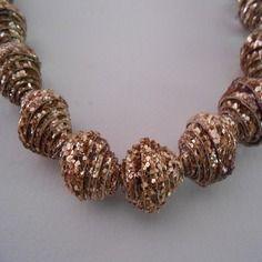 Grosse perle en tissu glitter, doree