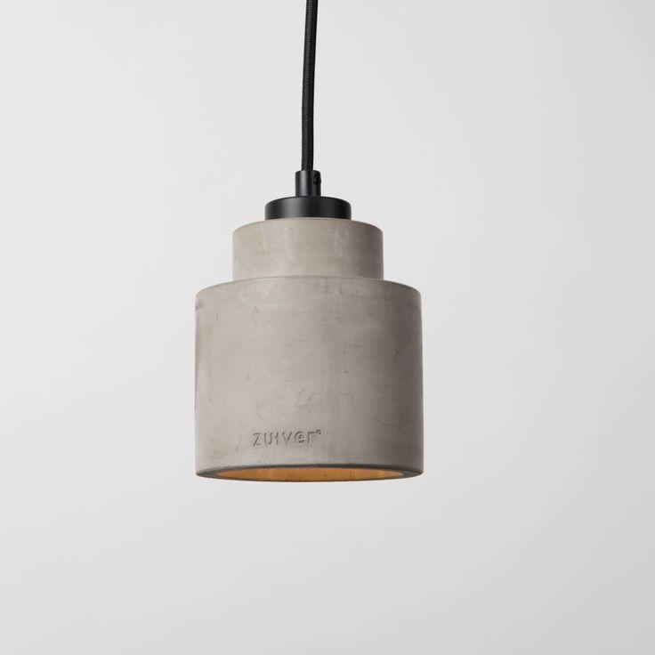 De Pendant Left lamp van Zuiver geeft verlichting op een industrieel niveau. Past in een industrieel omgeving maar is net zo goed in een rustige omgeving. Daar