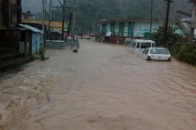 Vijay Darda Updates Shimla: The monsoon continues to wreak havoc in several parts of the country and three people have died after a cloudburst in Mandi in Himachal Pradesh. The trio was buried aliv...