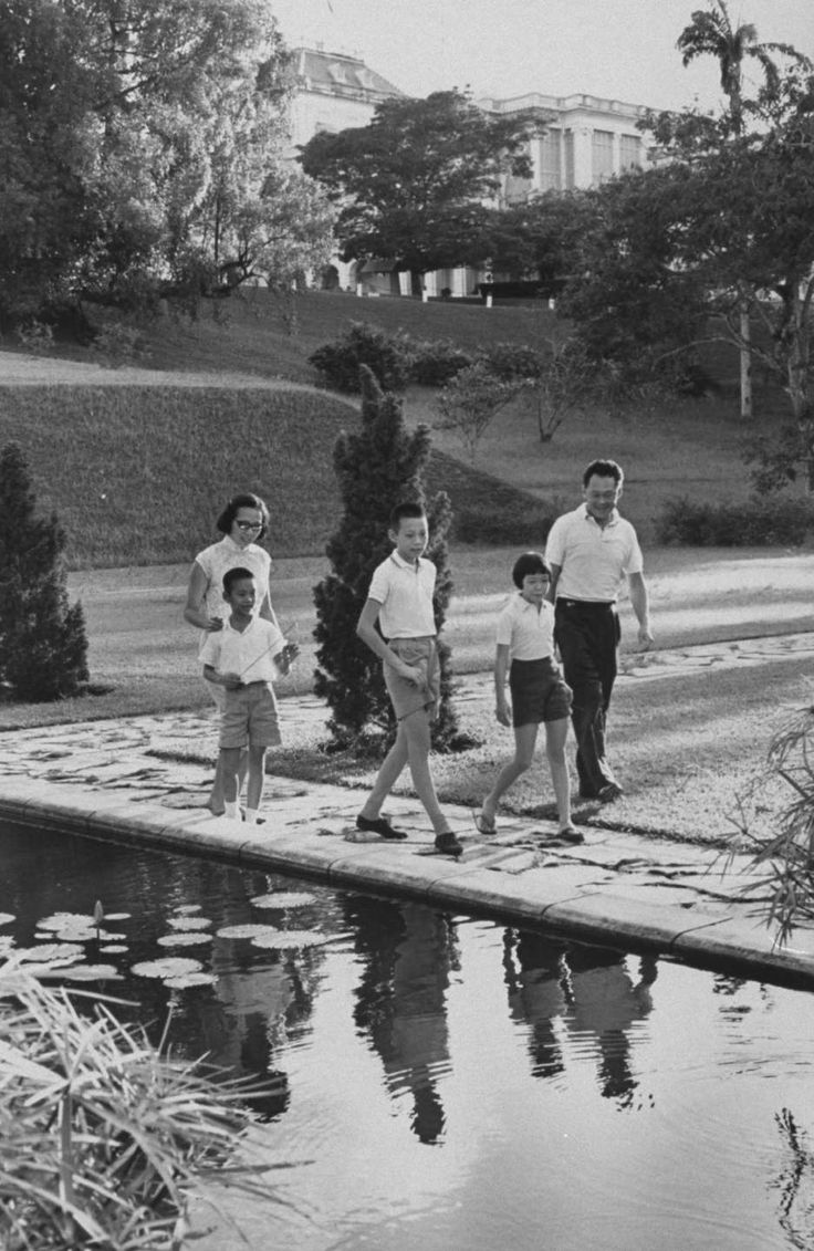 "Prime Minister Lee Kuan Yew and family at official residence of ""Sri Tamasek"" in 1965."