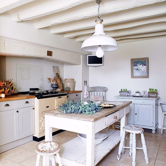 Classic Shaker kitchen | Country kitchen design ideas | Kitchen | PHOTO GALLERY | Country Homes and Interiors | Housetohome.co.uk