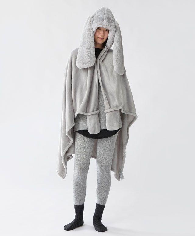 Koc z kapturem i dużymi uszami - Koce - Modowe trendy AW 2016 dla kobiet na stronie Oysho: bielizna, odzież sportowa, motywy etniczne i cygańskie, buty, dodatki, akcesoria i stroje kąpielowe.