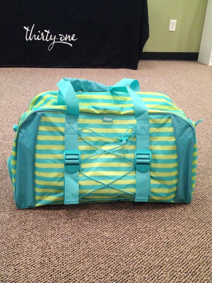 Deluxe Pro Duffle April Special Yes Please Www Mythirtyone Mindiv Facebook Groups Ask For Invite 31 Ideas Pinterest