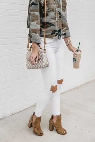 5fd9a140fbff All white with a pop of camo! White jeans outfit