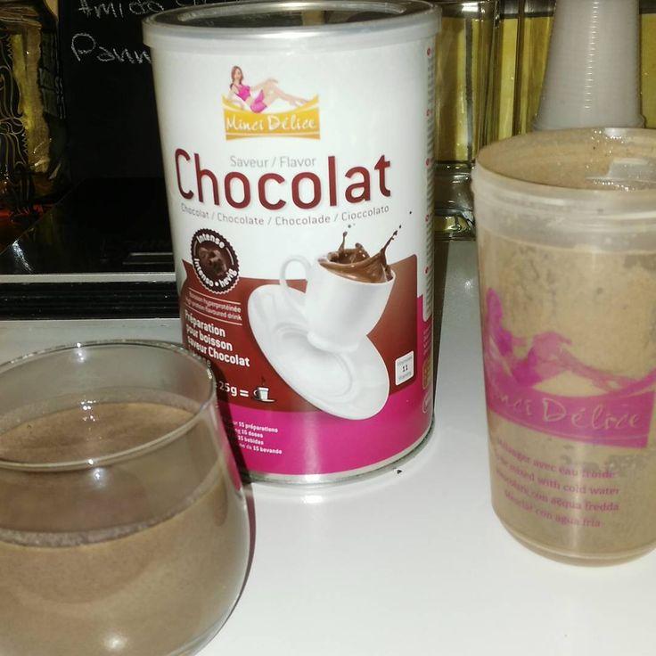 Fame? Chi ha detto fame? Fuori è grigio ed ho bisogno di cioccolato!  bevanda al cioccolato @mincidelice.it #bevanda #bebida #boisson #chocolate #cioccolatacalda #chocolat #proteina #protein #proteine #mincidelice #mincidieta #dieta #mangiare #pomeriggio #iperproteica #hiperproteico
