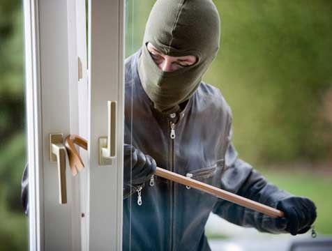 """Truco Samurai Cordobes para que los ladrones no invaden su casa. Este Es Un Tenedor Normal, Pero Este Truco """"Hágalo Usted Mismo"""" Podría Asegurar Tu Casa Durante Una Emergencia.... - WantuilDepaula"""