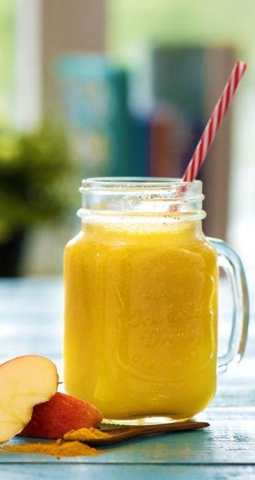 Step by Step Smoothie Rezept: Triple O: die orange Obst-Oase  Pünktlich zumWochenendewird das Wetter wieder besser– Yeah! Und bei uns gibt es heute den zweiten Teil vomtrinkbaren Regenbogen.Wir kriegen einfachnicht genugvon denkunterbunten Getränken!  Gesund / Smoothie / Lecker / Frisch / Obst / Detox / Zubereitung / DIY / Kochbox #hellofreshde #gesund #diy #rezept  #smoothie #orange #detox #gesund
