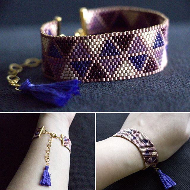 Et la voilà sans les fleurs sous toutes ses coutures, ma manchette mauve à triangles. #miyuki #miyukidelica #perles #beads #beading #peyote #matierepremiere #handcrafted #faitmain #manchette #bracelet #cuff #bijoux #jewelry #jewelrygram #jotd #instajewelry #violet #beige #prune #burgundy #triangle #pompon #pompom #dmc #sitroon