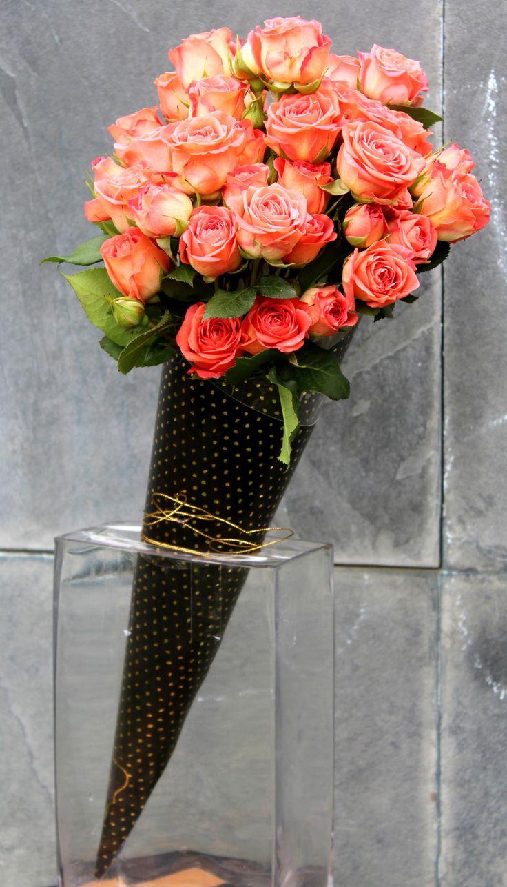 Minirosas en cono-bouquet.