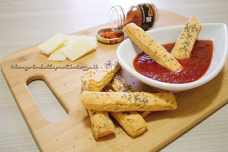 Biscottini piccanti al pecorino, con salsa ketchup