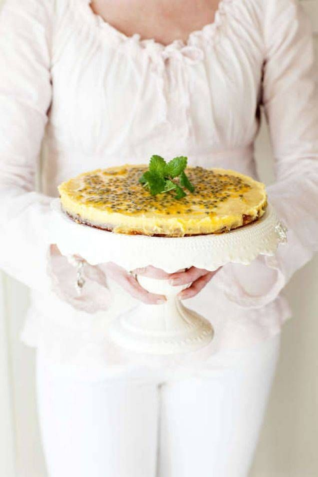 Det här är en tårta för oss som älskar mandel, vit choklad och passionsfrukt. Du kommer inte att bli besviken!