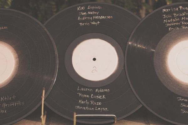 use vintage record albums for seating charts -- love this idea! // photo by HazelwoodPhotoBlog.com