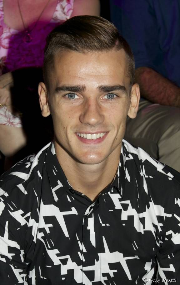 Antoine Griezmann looks really good without facial hair, I wish he would take care of himself more