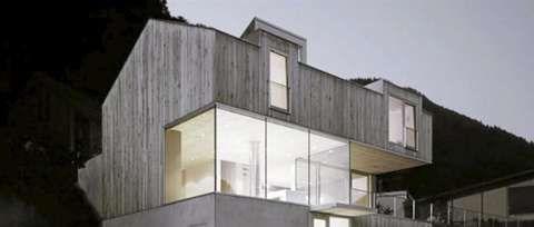 HELVED: Dette arkitektegente heltrehuset ligger sør i Østerrike.